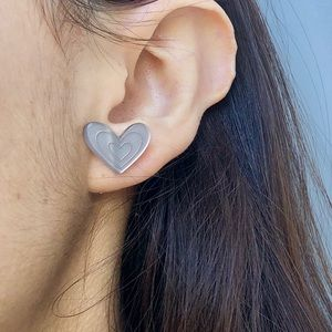 Agatha Ruiz de la Prada grey heart earrings